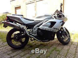 Triumph daytona 955i motorcycle silver 2002 28000 miles, VGC, full MOT